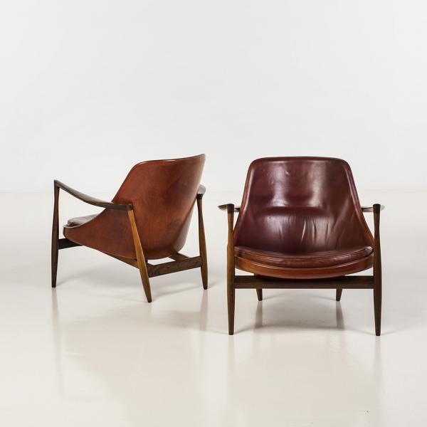 Ib Kofod Larsen (1921-2003), Elizabeth, Paire de fauteuils, Cuir et palissandre,[...]