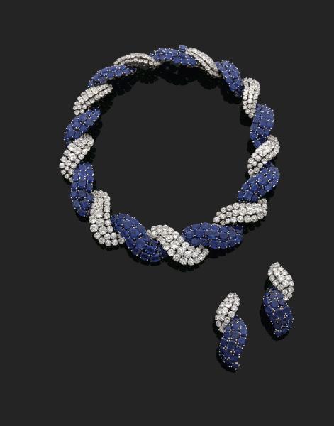 Collier et paire de clips d'oreilles en or gris 18K (750), le premier stylisé [...]