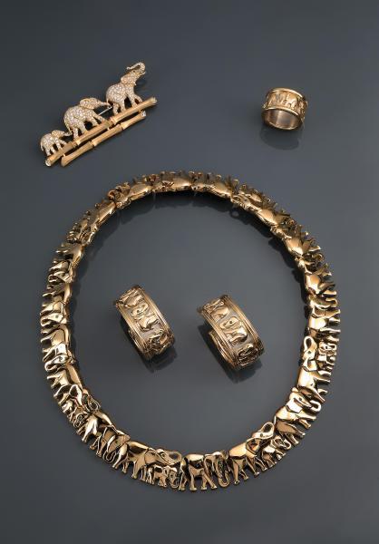 CARTIER. Modèle éléphant. Vers 1990.  Collier articulé en or jaune composé d'une [...]