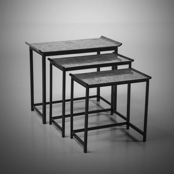 Nils Fougstedt (1910-1961), Modèle 423, Suite de trois tables encastrables, Bois et[...]