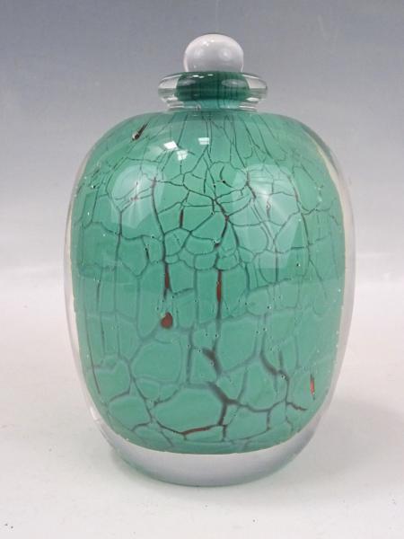 FLACON en verre épais transparent partiellement bullé à décor interne craquelé[...]