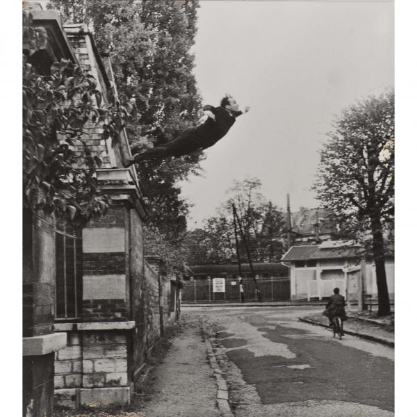 Yves KLEIN (1928-1962) , Le saut dans le vide, 1960, Photomontage  - Épreuve[...]