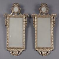 Paire de miroirs rectangulaires en bois dor t te de for Miroirs rectangulaires bois