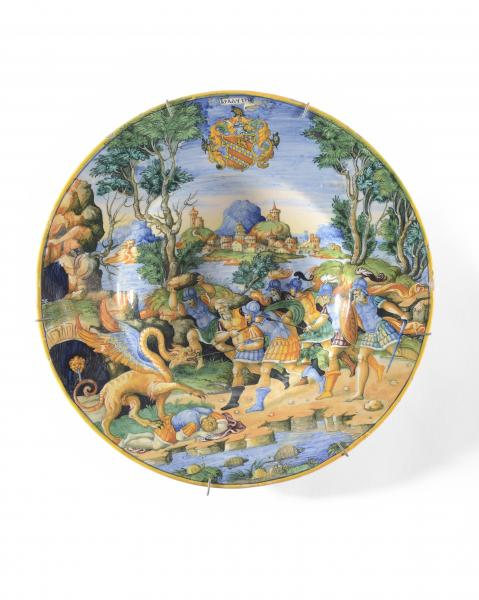 URBINO Plat circulaire en faïence décoré en polychromie d'une scène mythologique [...]