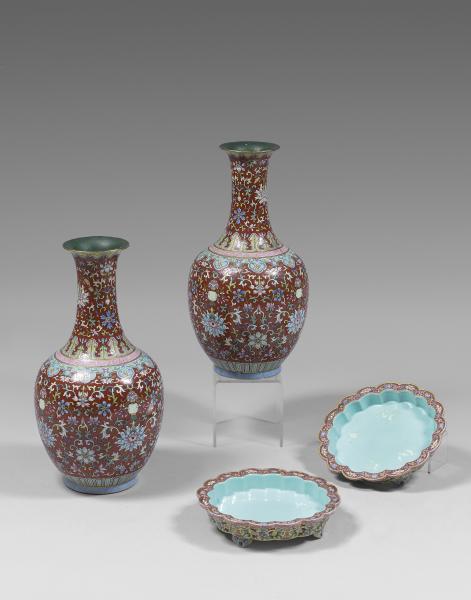 CHINE - XIXème siècle.  - Paire de vases de forme balustre à col long évasé en[...]