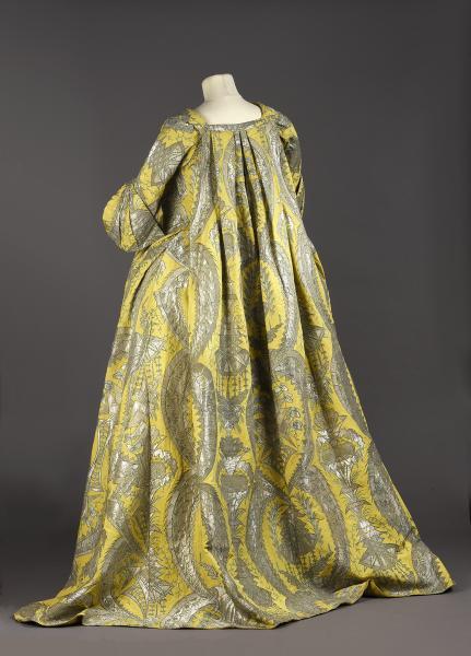 Exceptionnelle robe volante, vers 1730, lampas fond gros de Tours jaune citron[...]