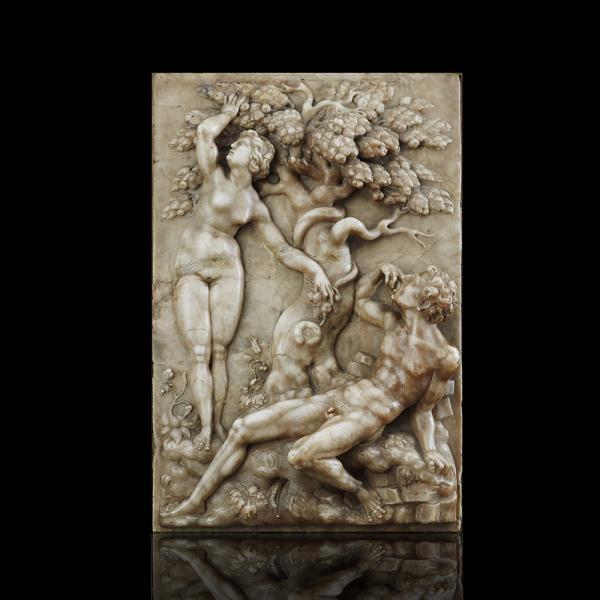 Grande plaque en albâtre sculptée en fort relief, représentant Adam et Eve de part [...]
