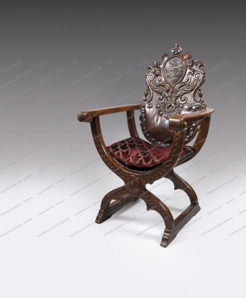 FAUTEUIL DE BUREAU DU ROI CAROL Ier DE ROUMANIE (1866-1914). En bois sculpté, de[...]