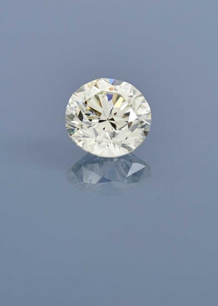 BAGUE  en platine ornée d'un beau diamant brillanté. PB. 4,67 g. TDD. 57. Pds. du[...]