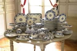 Partie de service en faïence de Sarreguemines - Auction