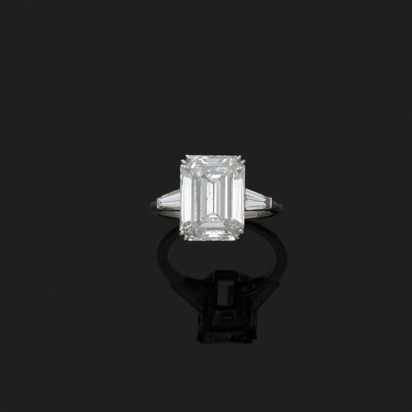 VAN CLEEF & ARPELS. - Bague en platine 850‰ ornée d'un diamant [...]