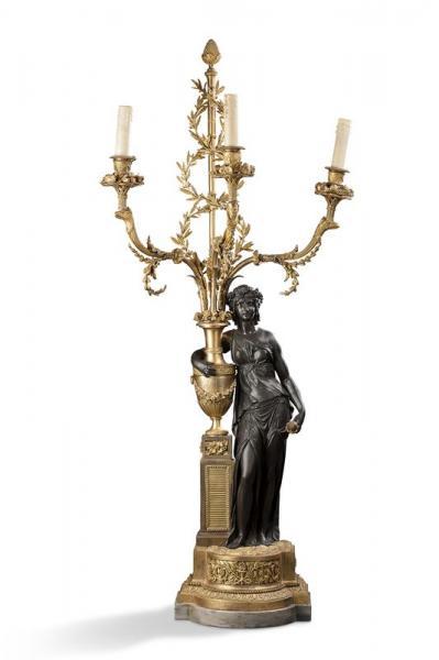 Importante paire de candélabres en bronze ciselé, patiné et doré.  - Ils[...]
