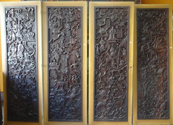 INDOCHINE  - Suite de quatre panneaux décoratifs en bois exotique de forme[...]