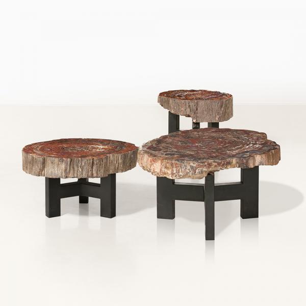 Ado Châle (né en 1928), Tables basses, Bois pétrifié et métal noirci, Date de [...]