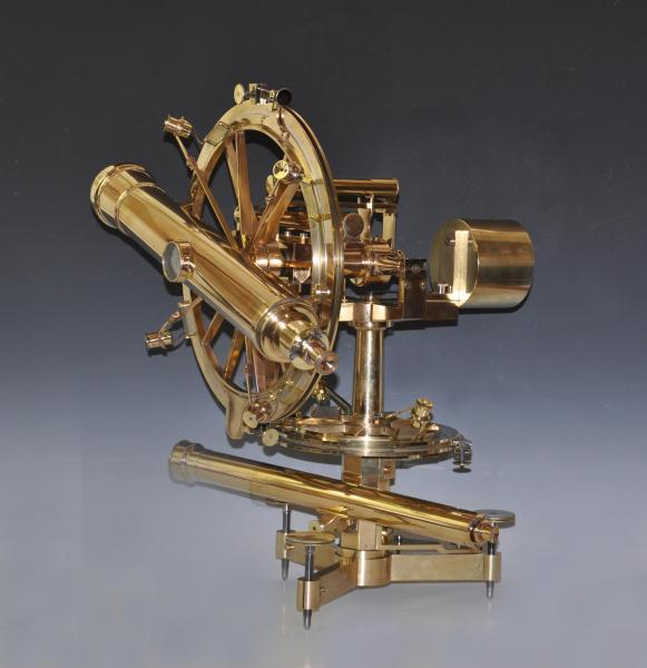 H.-P. GAMBEY  - Théodolite répétiteur en bronze, laiton et argent.  - Deux[...]