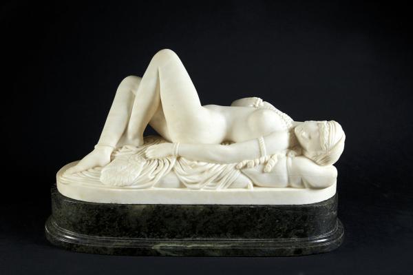 Sculpture en marbre blanc représentant une odalisque coiffée d'un turban alanguie [...]