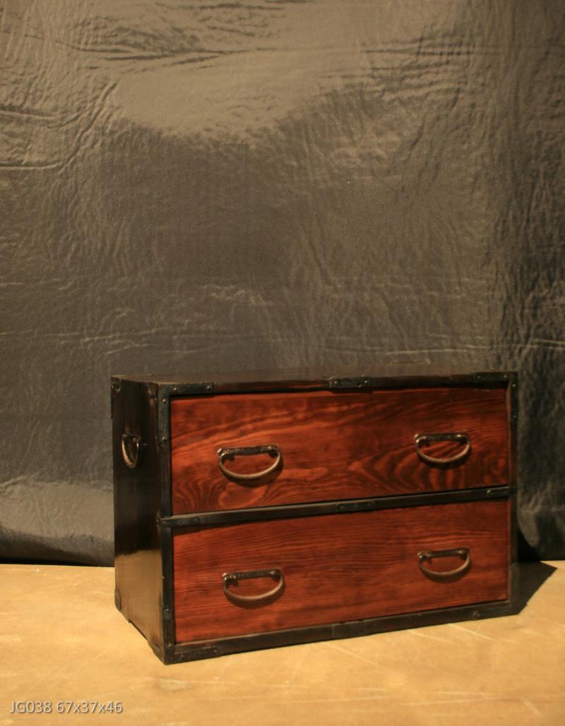 Petit meuble japonais deux tiroirs bois sculpt l for Petit meuble japonais