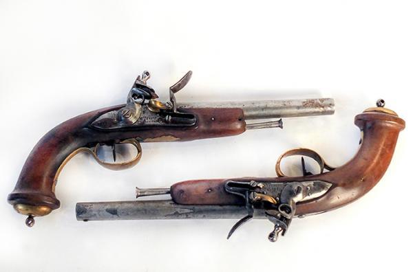 Paire de pistolets d'arçon de Mameluck. Canons ronds, à pans aux tonnerres, datés[...]