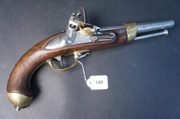 France - Pistolet d'arçon modèle 1816 - à silex. Platine signée de la Manufacture[...]