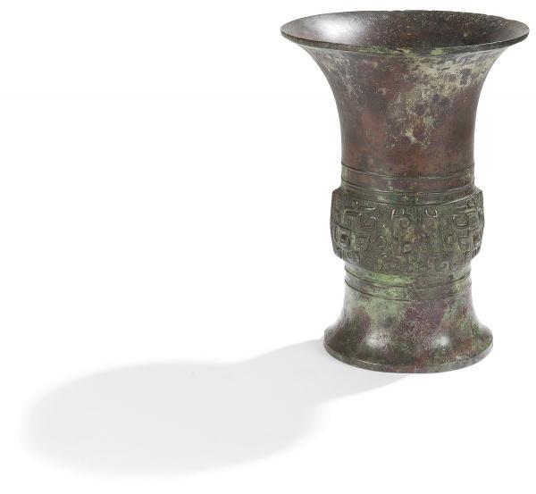 CHINE - Époque ZHOU  - (1028 - 256 av. JC)  - Vase Zun en bronze à patine brune[...]