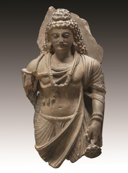 Bodhisattva vêtu du paridhâna qui drape ses reins maintenu par une ceinture et de[...]