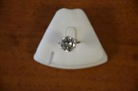 Solitaire en or blanc sertie d'un diamant - de taille brillant de...