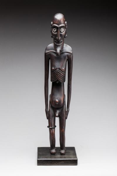 Moai Kavakava, Ile de Pâques.  - Bois, yeux incrustés d'obsidienne entourée[...]