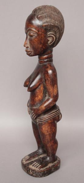 Belle statuette féminine, bois dur, patine brillante. Baoulé. RCI. HT 42 cm -