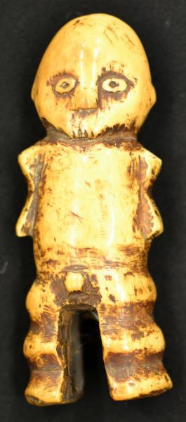 LEGA (R.D.C.).- Sculpture anthropomorphe en ivoire entièrement gravée (19e[...]