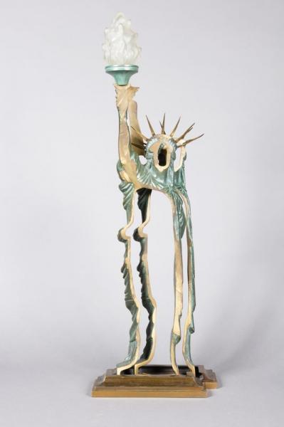 ARMAN pour la Galerie CHRYSTIANE CHARLES.  - Modèle LIBERTE.  - Lampe en bronze à[...]