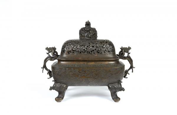 CHINE - Fin Epoque MING (1368 - 1644) Brûle-parfum quadripode en bronze à patine[...]