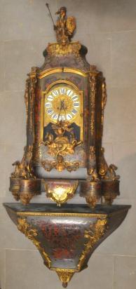 Cartel et sa console en écaille,garniture de bronze doré, à décor d'Apollon sur[...]