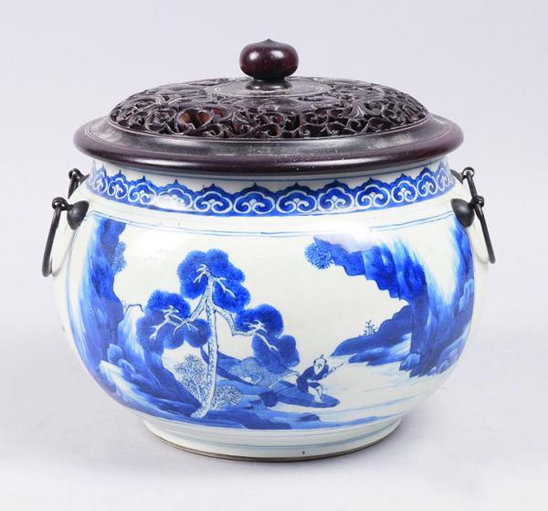 CHINE, époque KANGXI (1662-1722)  - VASE BOULE en porcelaine à décor bleu et blanc[...]